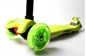 Детский Самокат Maxi Best Scooter Салатовый Колеса Светятся-фото